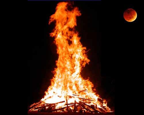 Fuego bajo la luna