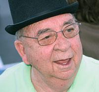 El abuelo que saltó por la ventana tal vez no era tan viejo - CienciaEs.com - Podcast Quilo de Ciencia