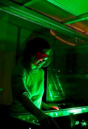 El vidrio y Adriana Huertas - Hablando con Científicos  podcast  - CienciaEs.com